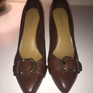 Hardly worn Nine West brown buckle heels. 11m